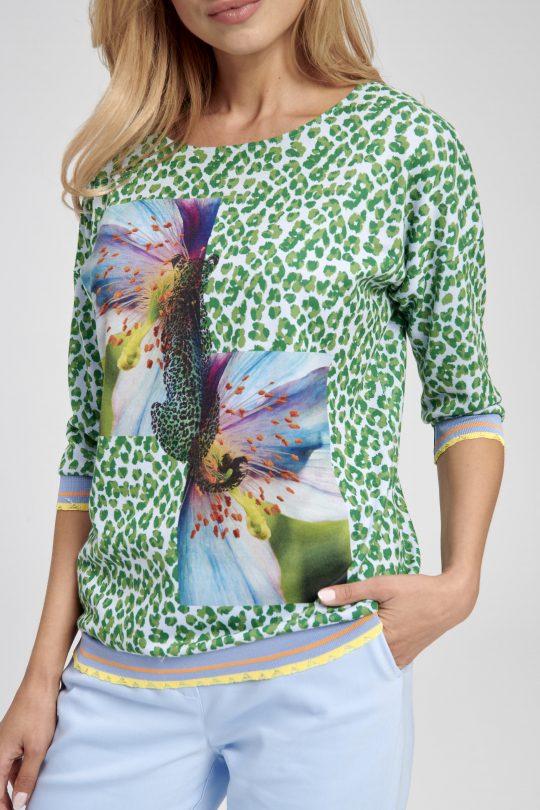 Sportowa bluzka w zieloną panterkę z motywem kwiatowym