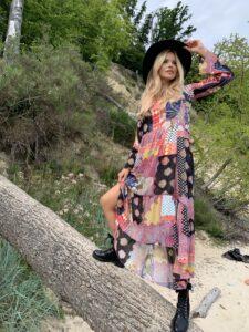 Kolorowa zwiewna sukienka