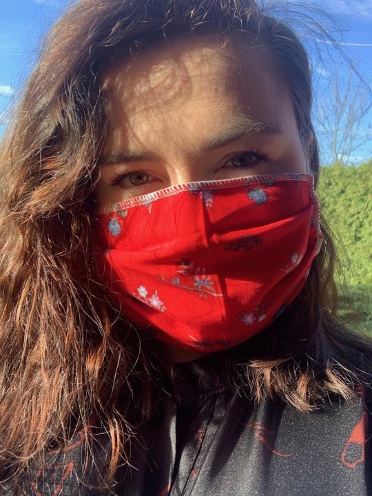 Czerwona maska ochronna