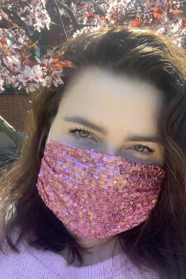 cekinowa różowa maska ochronna