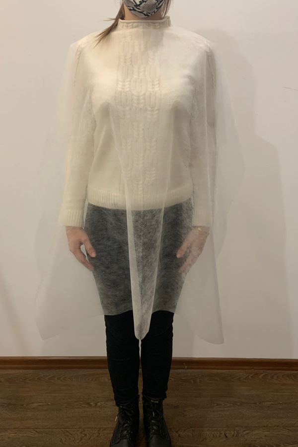 Biała jednorazowa peleryna