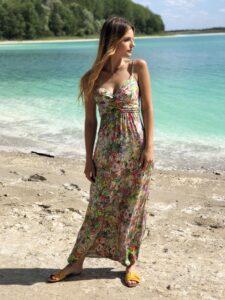 Długa kolorowa sukienka celebrytka