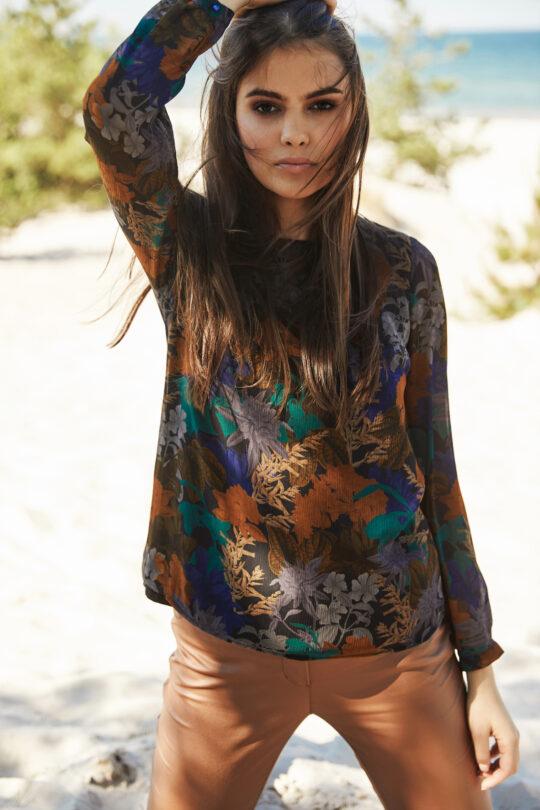 Kolorowa bluzka w kwiaty