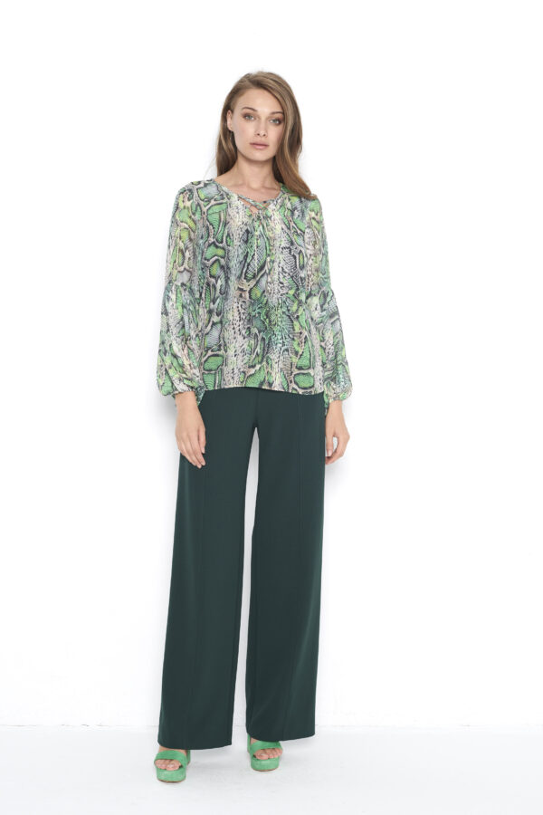 zielona bluzka w panterę