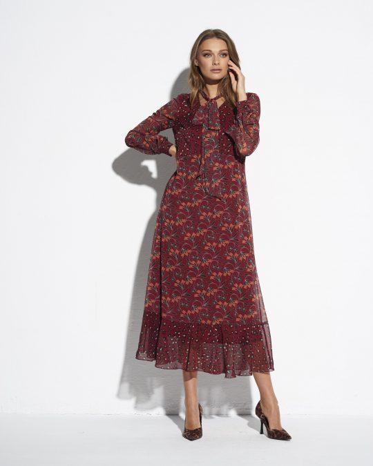 bordowa sukienka we wzory