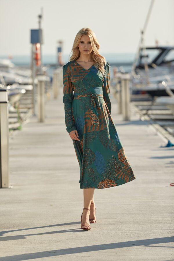 zielona sukienka w palmy