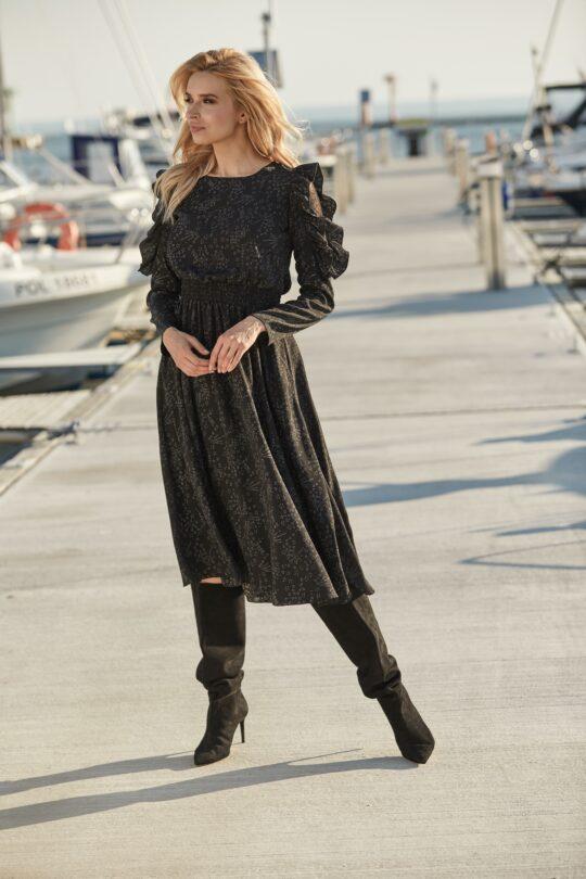 czarna sukienka w gwiazdki