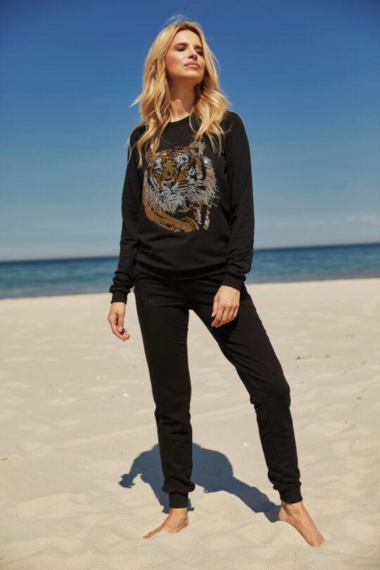 czarna bluza z nadrukowanym tygrysem z dżetów