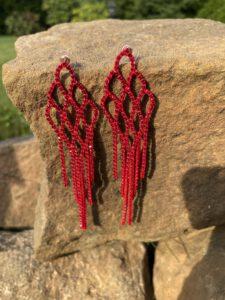 czerwone długie kolczyki